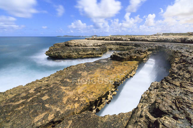 Rough sea and cliffs, Devils Bridge, Antigua, Antigua and Barbuda, Leeward Islands, West Indies, Caribbean, Central America — Stock Photo
