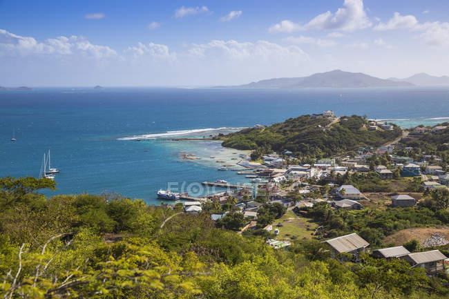 Вид на гавань Кліфтон узбережжя, Союз острів, Гренадін, Вест-Індії, Карибського басейну, Центральної Америки — стокове фото