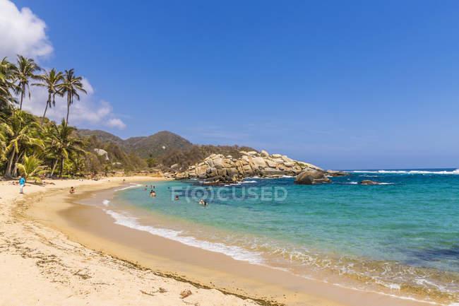 Вид на Карибському пляжі з пальмами Cabo San Juan Тайрона Національний парк, Колумбія, Південної Америки — стокове фото