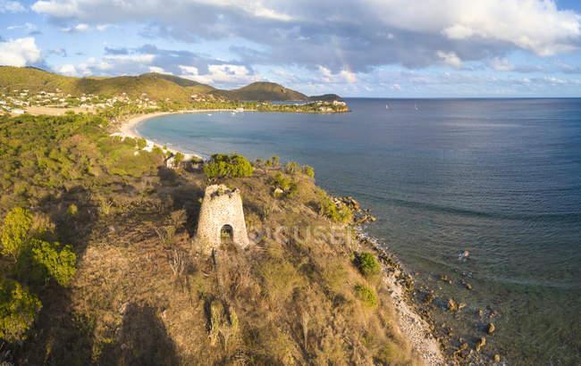 Panorama von Cades Bay und Ruine der alten Zucker Mühle, Antigua und Barbuda, Leeward-Inseln, West Indies, Karibik, Mittelamerika — Stockfoto