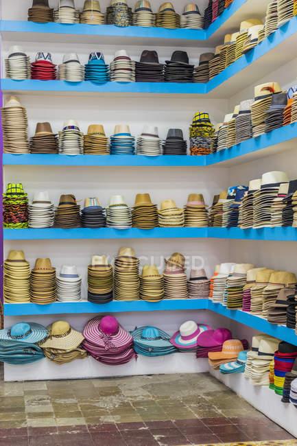 Hat store selling Panama hats in historic old quarter (Casco Viejo), Panama City, Panama, Central America — Stock Photo