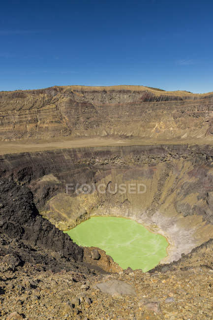 View of volcanic crater and lake on Santa Ana Volcano in Santa Ana, El Salvador, Central America — Stock Photo