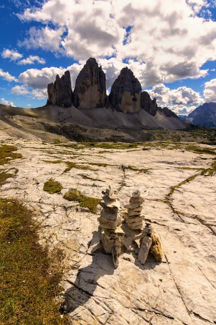 Три скелястих вершин Lavaredo під драматичні небо, природний парк з трьох піків Lavaredo, провінція Больцано, Трентіно-Альто-Адідже в Італії, — стокове фото