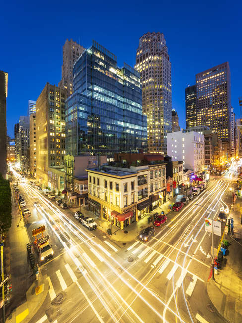 Illuminated Busy Pine and Kearny Street at night, San Francisco Financial District, California, United States of America, North America — Stock Photo