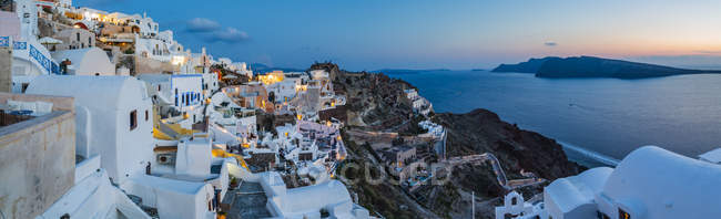 Panoramic view of sunset afterglow at dusk in Oia, Santorini, Cyclades, Greek Islands, Greece, Europe — Stock Photo