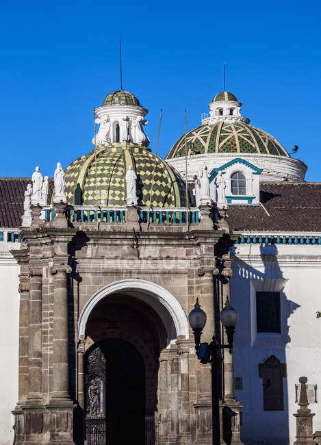 Metropolitan Cathedral of Quito at Independence Square (Plaza Grande), Quito, Pichincha Province, Ecuador, South America — Stock Photo