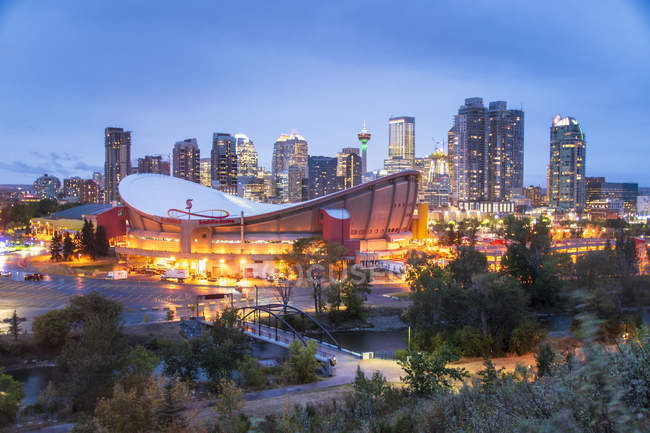 View of illuminated Saddledome and Downtown skyline from Scottsman Hill at dusk, Calgary, Alberta, Canada, North America — Stock Photo