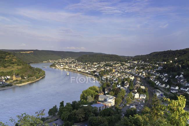 Vue aérienne du Rhin et de la ville sur le rivage, Boppard, Rhénanie-Palatinat, Allemagne, Europe — Photo de stock