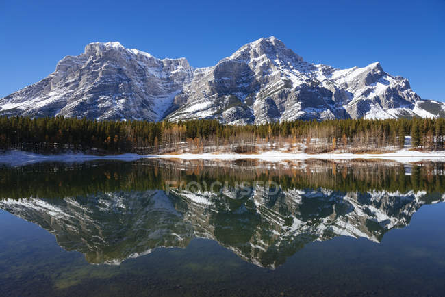 Reflection on rugged mountains in Wedge Pond in autumn, Kananaskis Country, Alberta, Canada, North America — Stock Photo