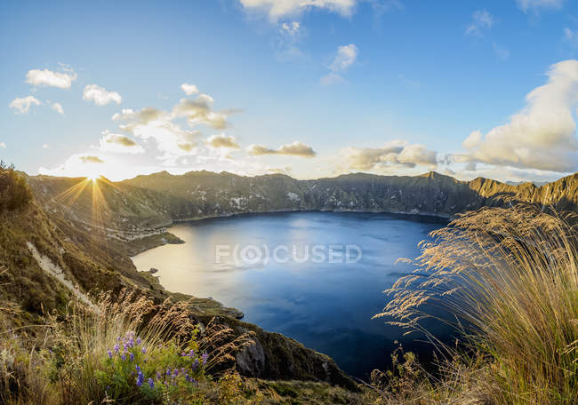 Lake Quilotoa in mountains at sunset, Cotopaxi Province, Ecuador, South America — Stock Photo