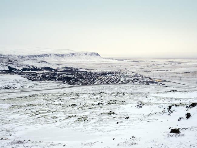 Cobertas de neve árida paisagem congelada da Islândia, regiões polares — Fotografia de Stock