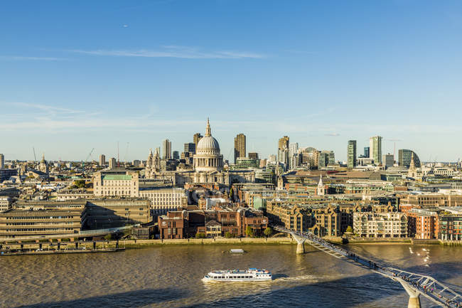 Saint Pauls Cathedral and the London skyline, London, England, United Kingdom, Europe — Stock Photo