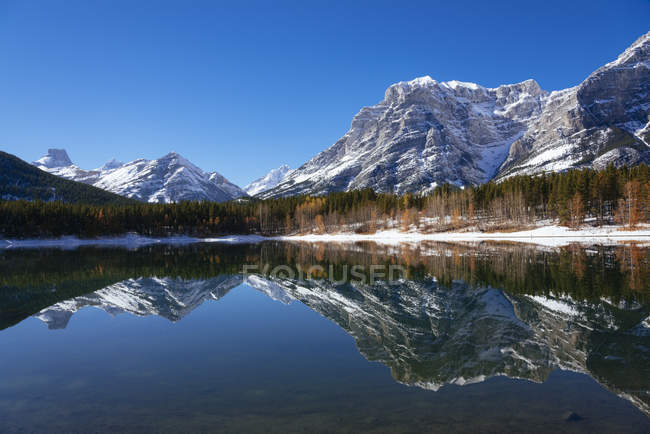 Wedge Pond and reflection of rocky mountains in autumn, Kananaskis Country, Alberta, Canada, North America — Stock Photo
