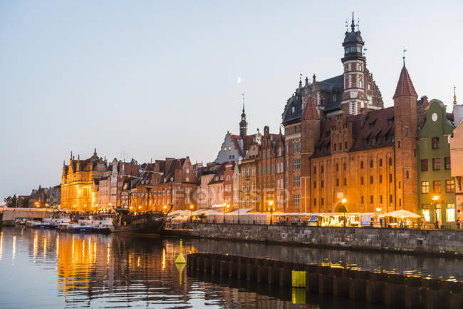 Hanseatic League houses on the Motlawa River at sunset, Gdansk, Poland, Europe — Stock Photo