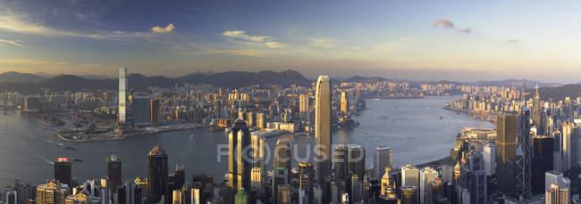 Skyline de la isla de Hong Kong y Kowloon del pico de Victoria, isla de Hong Kong, Hong Kong, China, Asia - foto de stock