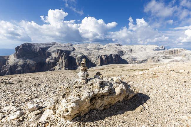 Груда камней на плато Piz Пордои, Фасса, Трентино, Доломиты, Италия, Европа — стоковое фото