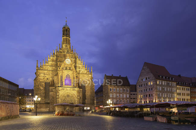 Illuminated of Frauenkirche on Main Market Square at dusk, Nuremberg, Bavaria, Germany, Europe — Stock Photo