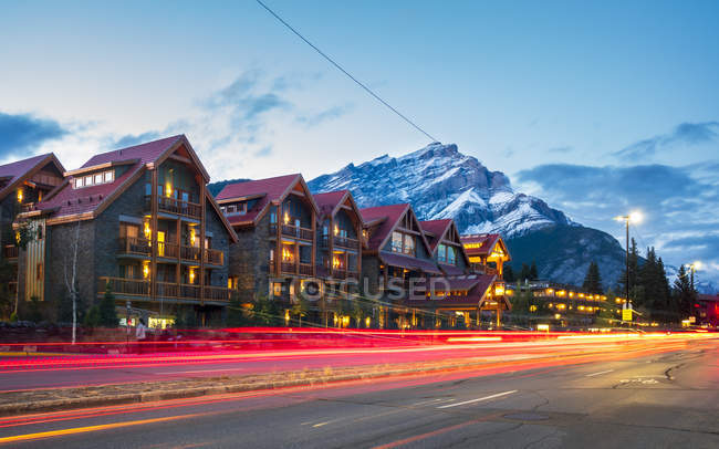 Trail lights on Banff Avenue and mountains on background at dusk, Banff, Banff National Park, Alberta, Canada, North America — Stock Photo