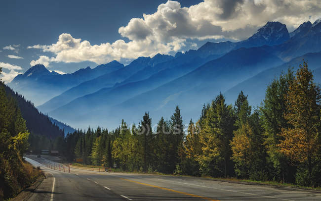 Scenic view of mountains aligning the Trans Canada Highway in Glacier National Park, British Columbia, Canada, North America — стокове фото