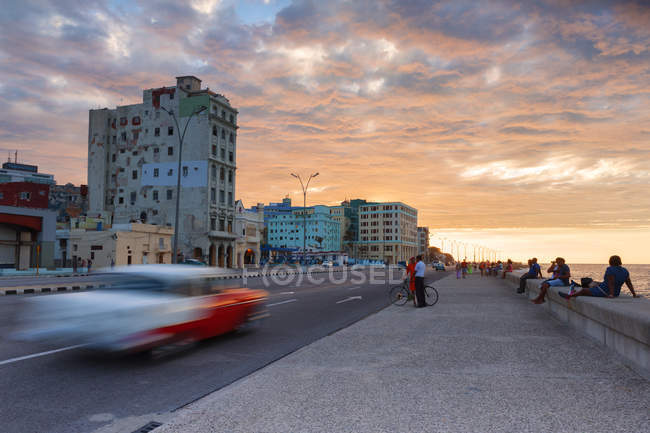 Malecon esplanade at sunset, Havana, Cuba, West Indies, Caribbean, Central America — Stock Photo