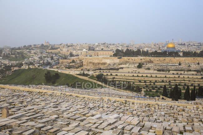 Blick auf die Altstadt Friedhof mit Ölberg und Kuppel des Rock, Jerusalem, Israel, Nahost — Stockfoto