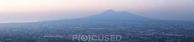 Panoramic view of the city of Naples and Mount Vesuvius at sunset, Campania, Italy, Europe — Stock Photo