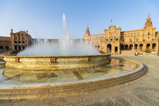 Вісенте Traver фонтан стикається центральний корпус Plaza de Espana, Севілья, Андалусия, Іспанія, Європа — стокове фото