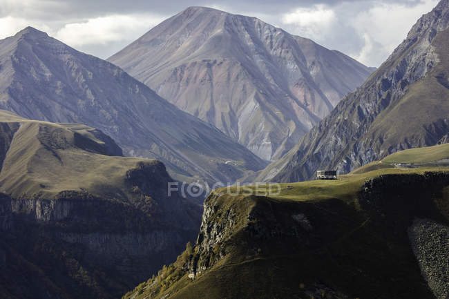 Landscape of picturesque mountain range, Gergeti, Georgia, Central Asia, Asia — Stock Photo