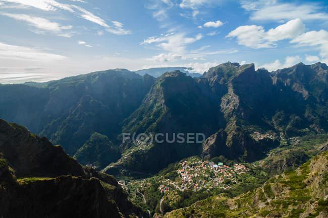 Robusto de montanhas no verão, Curral das Freiras, Madeira, Portugal, Atlântico, Europa — Fotografia de Stock