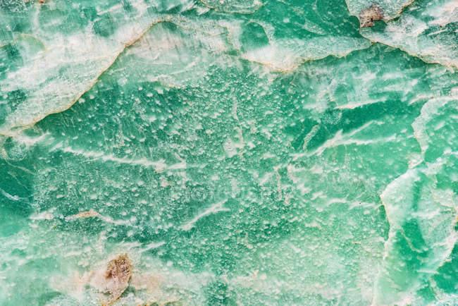 Gros plan de fond vert de pierre précieuse — Photo de stock