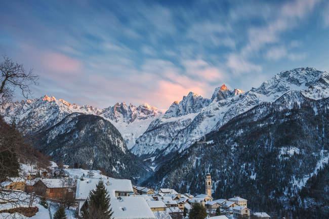 Alpine village of Soglio covered with snow, Bregaglia Valley, Maloja Region, Canton of Graubunden, Switzerland, Europe — Stock Photo