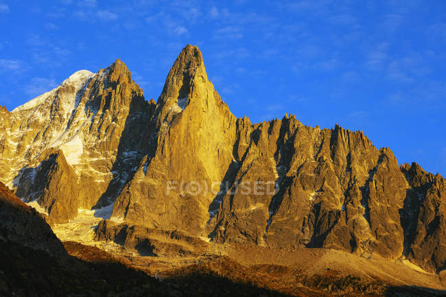 Sunset over mountain ridge Aiguille Verte, Chamonix, Haute Savoie, French Alps, France, Europe — Stock Photo