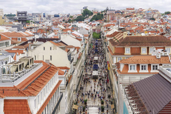 Rua Augusta pedestrian zone with traditional buildings, Lisbon, Portugal, Europe — Stock Photo