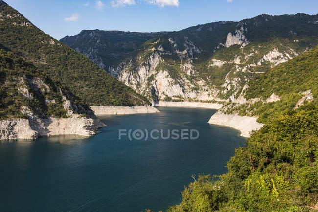 Ущелье Каньон реки Тара в летнее время, национального парка Дурмитор, Черногория, Европа — стоковое фото
