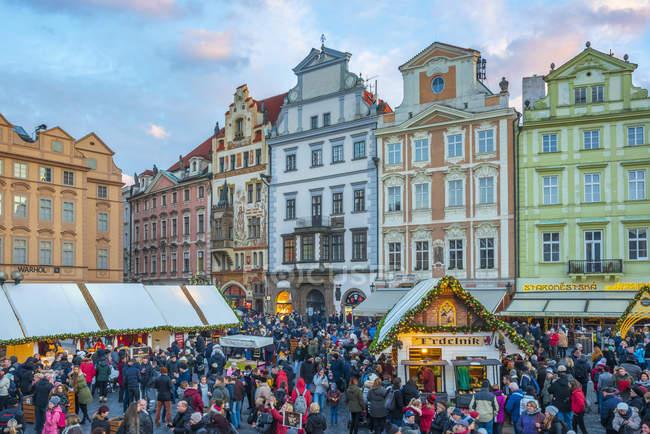 Christmas Market at dusk, Staromestske namesti (Old Town Square), Stare Mesto (Old Town), Prague, Czech Republic, Europe — Stock Photo