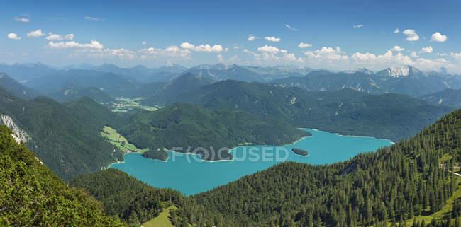 Vue sur lac Walchensee et Karwendelgebirge montagnes, Haute Bavière, Bavière, Allemagne, Europe — Photo de stock