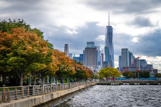 Autumn colours in Lower Manhattan Hudson River Park looking towards One World Trade Centre, New York, United States of America, North America — Stock Photo