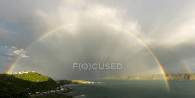 Rainbow over Breaker Bay in Wellington, New Zealand, Oceania — Stock Photo