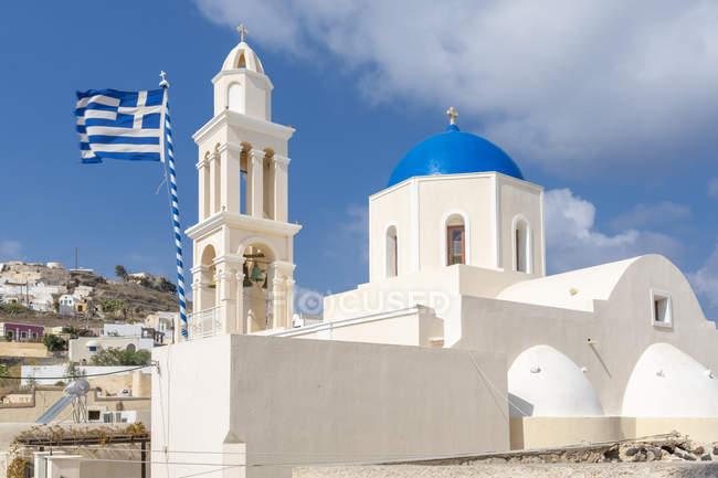 Facade of whitewashed Agia Throdosia church in Akrotiri, Santorini, Greece, Europe — Stock Photo