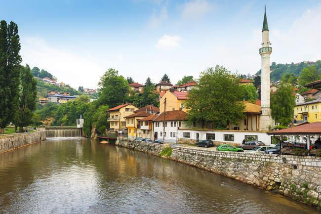 Hajjis Mosque on shore of Miljacka river in Sarajevo, Bosnia and Hercegovina, Europe — Stock Photo