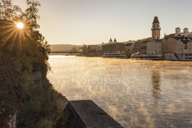 Danube river and town at sunrise in Passau, Germany, Europe — Stock Photo