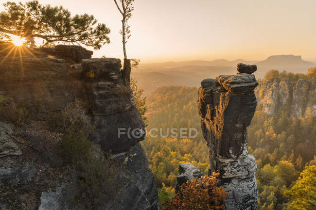 View of Wehlnadel rocks at sunset in Elbe Sandstone Mountains, Germany, Europe — Stock Photo