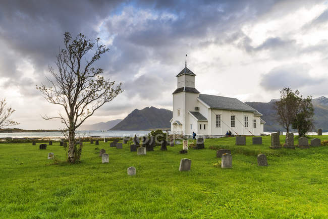 Church and cemetery of Gimsoya under stormy sky, Lofoten Islands, Norway, Europe — Stock Photo