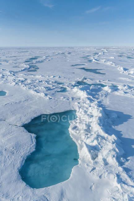Melting ice under blue sky at North Pole, Arctic — Stock Photo