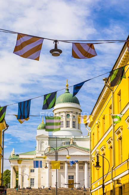 Бантинг перед кафедрального собора Хельсинки в Хельсинки, Финляндия, Европа — стоковое фото
