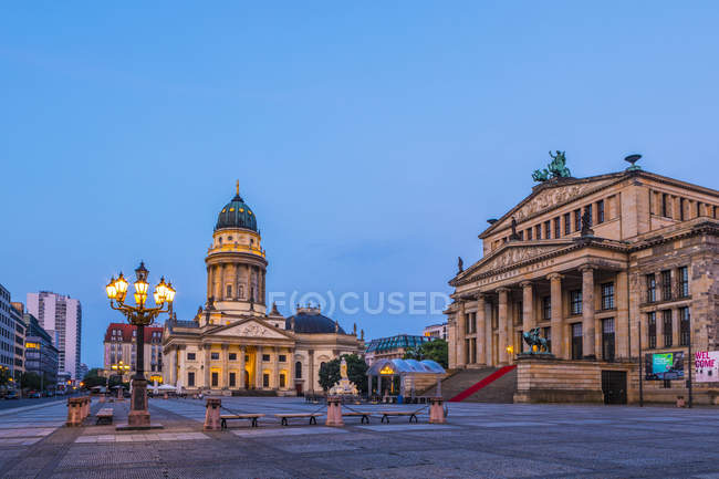 Deutscher Dom and the Concert Hall at dusk in Gendarmenmarkt, Berlin, Germany, Europe — Stock Photo