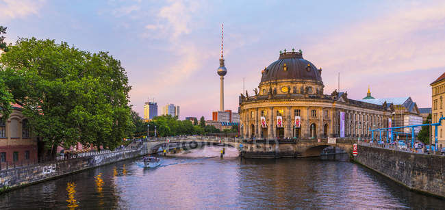 Bode Museum on the River Spree at sunset in Berlin, Germany, Europe — Stock Photo