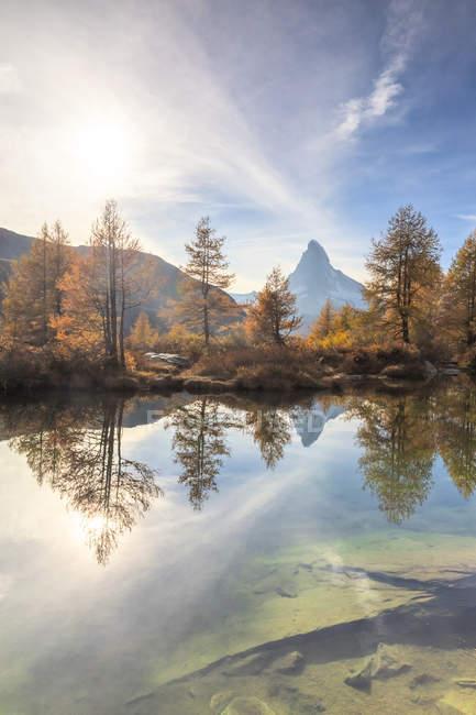 Le lac Grindjisee au sommet du Cervin en automne à Zermatt, Suisse, Europe — Photo de stock