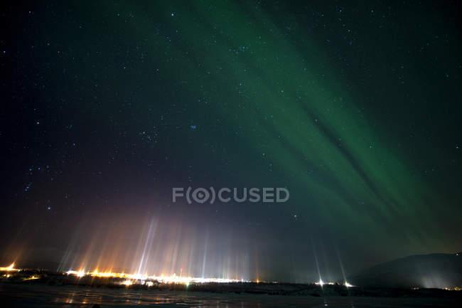 Light pillars over Abisko, Lapland, Arctic, Sweden, Europe — стоковое фото