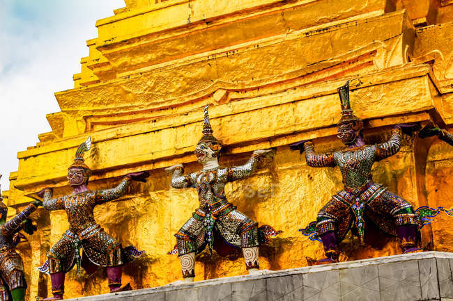 Ornate statues decorating Grand Palace and Wat Phra Kaew (Temple of the Emerald Buddha) complex, Bangkok, Thailand, Southeast Asia, Asia — Foto stock